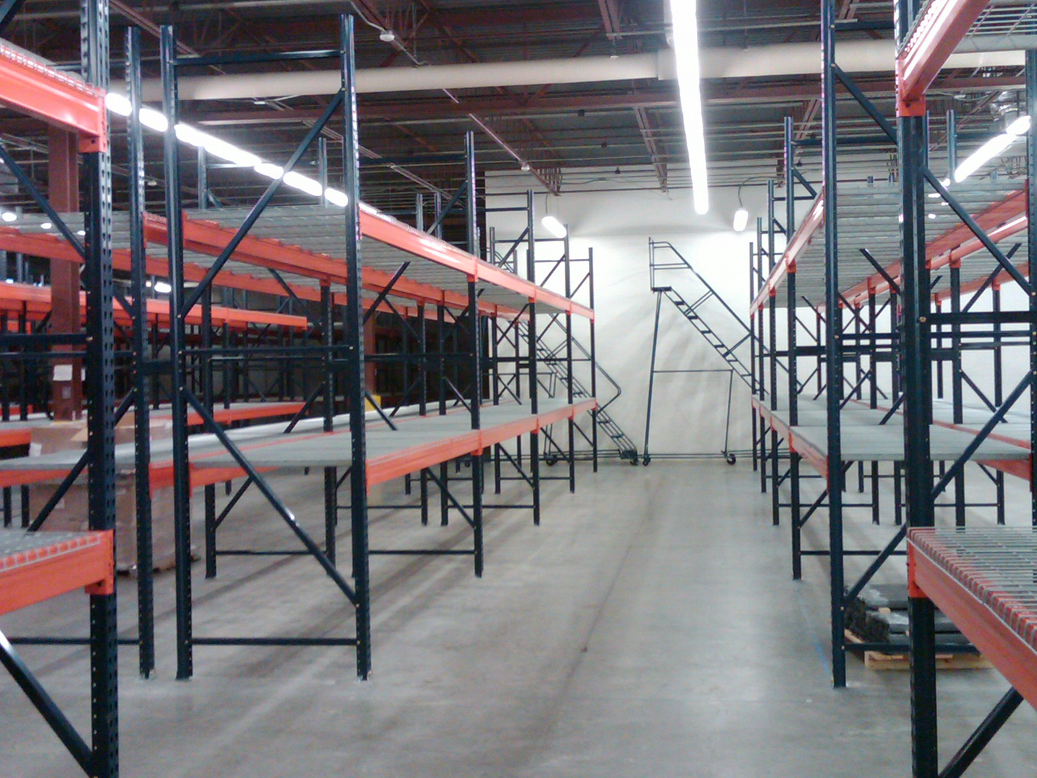 Pallet Rack and Wire Decking Installation and Breakdown